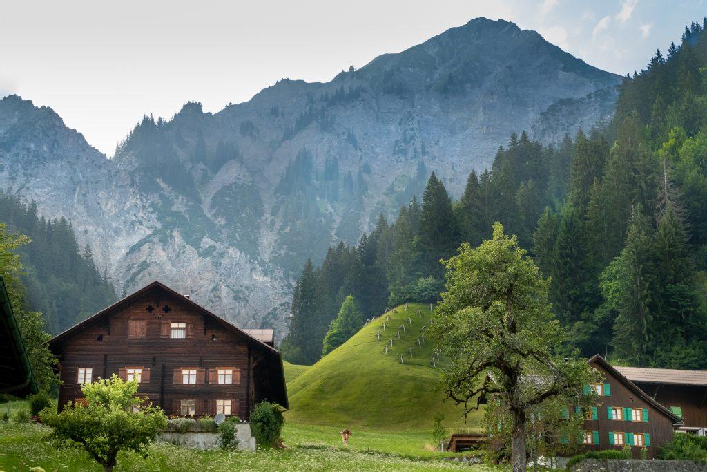 De bergen van Wald am Arlberg - Oostenrijk
