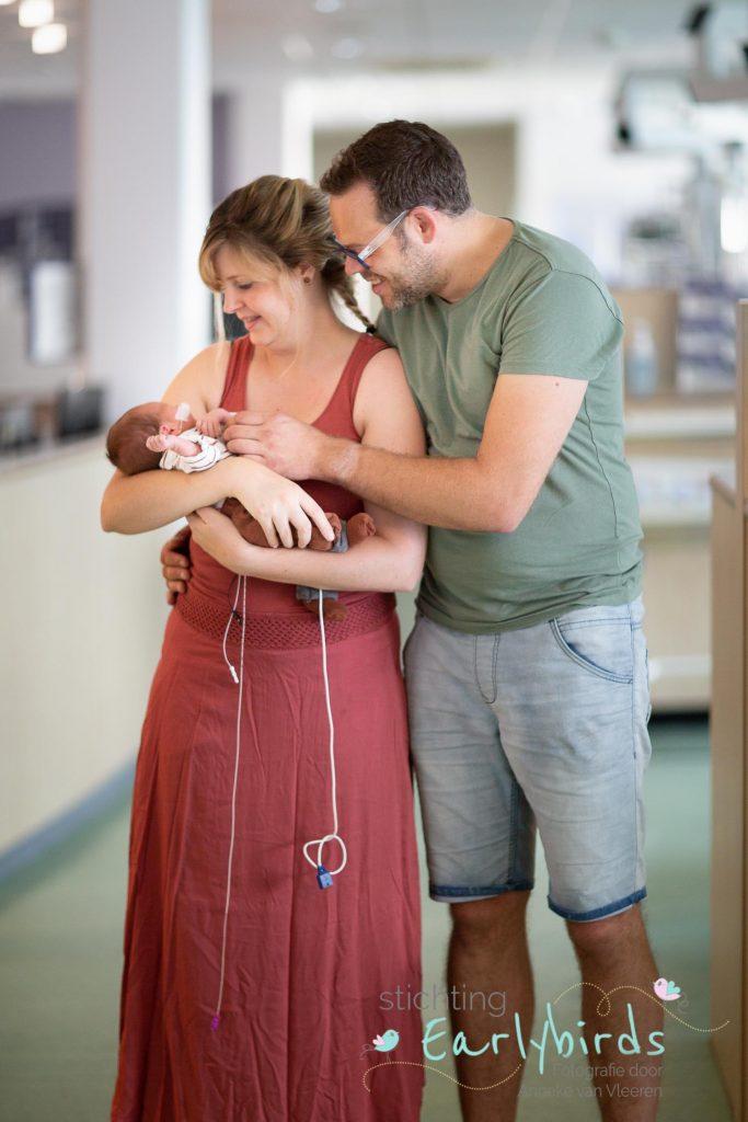 Stan bij papa en mama in de armen